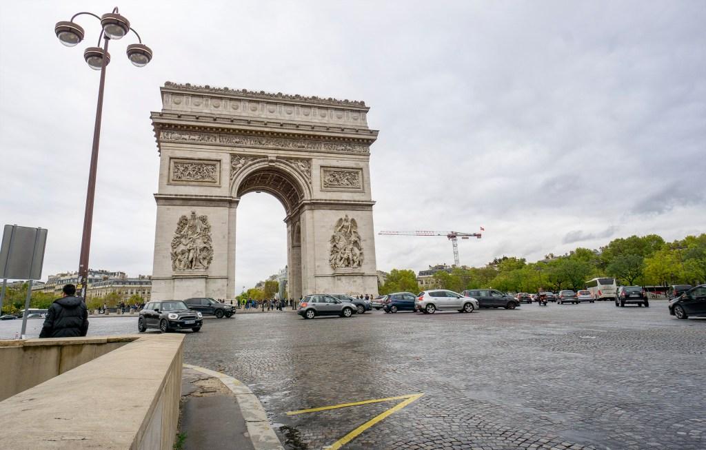 Arc de Triomphe roundabout