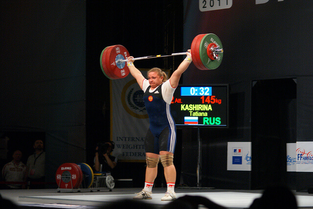 Tatiana Kashirina finishes a lift.