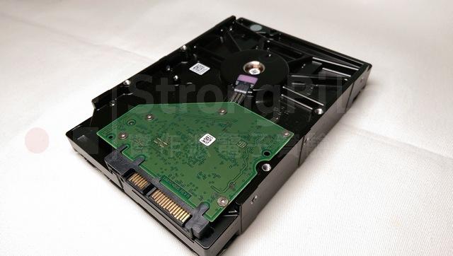 硬碟是由控制電路與碟盤所組成