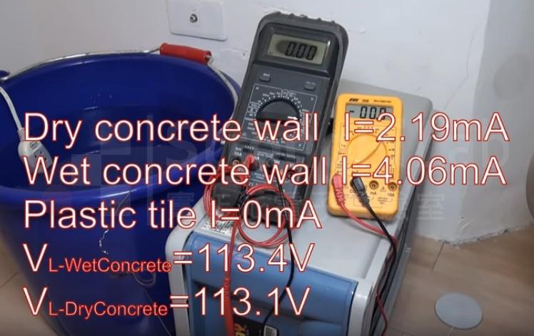 水中電流 無法穿過塑膠地磚,測得電流為0mA