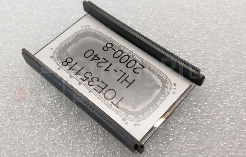 退色的銀色反光膜讓 LCD螢幕變黑