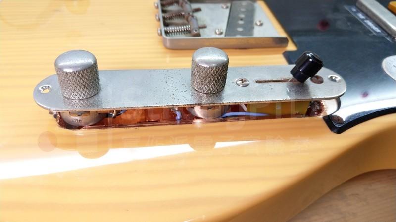 可變電阻與鐵板發生干涉