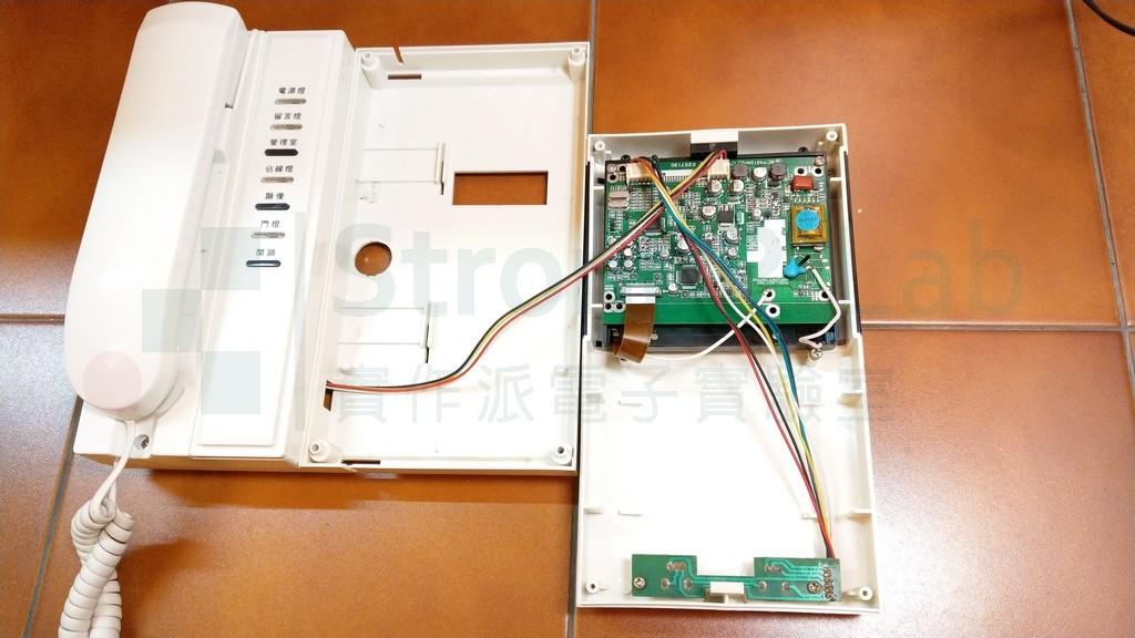 右方是 彩色LCD 的顯示模組