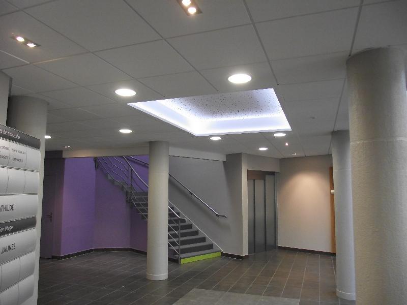 Leroy merlin faux plafond dalle de plafond polystyrne thermobrule modle luxembourg dalle - Plafond suspendu dalles leroy merlin ...