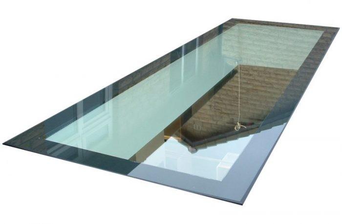 Walk on laminated glass floor rooflight