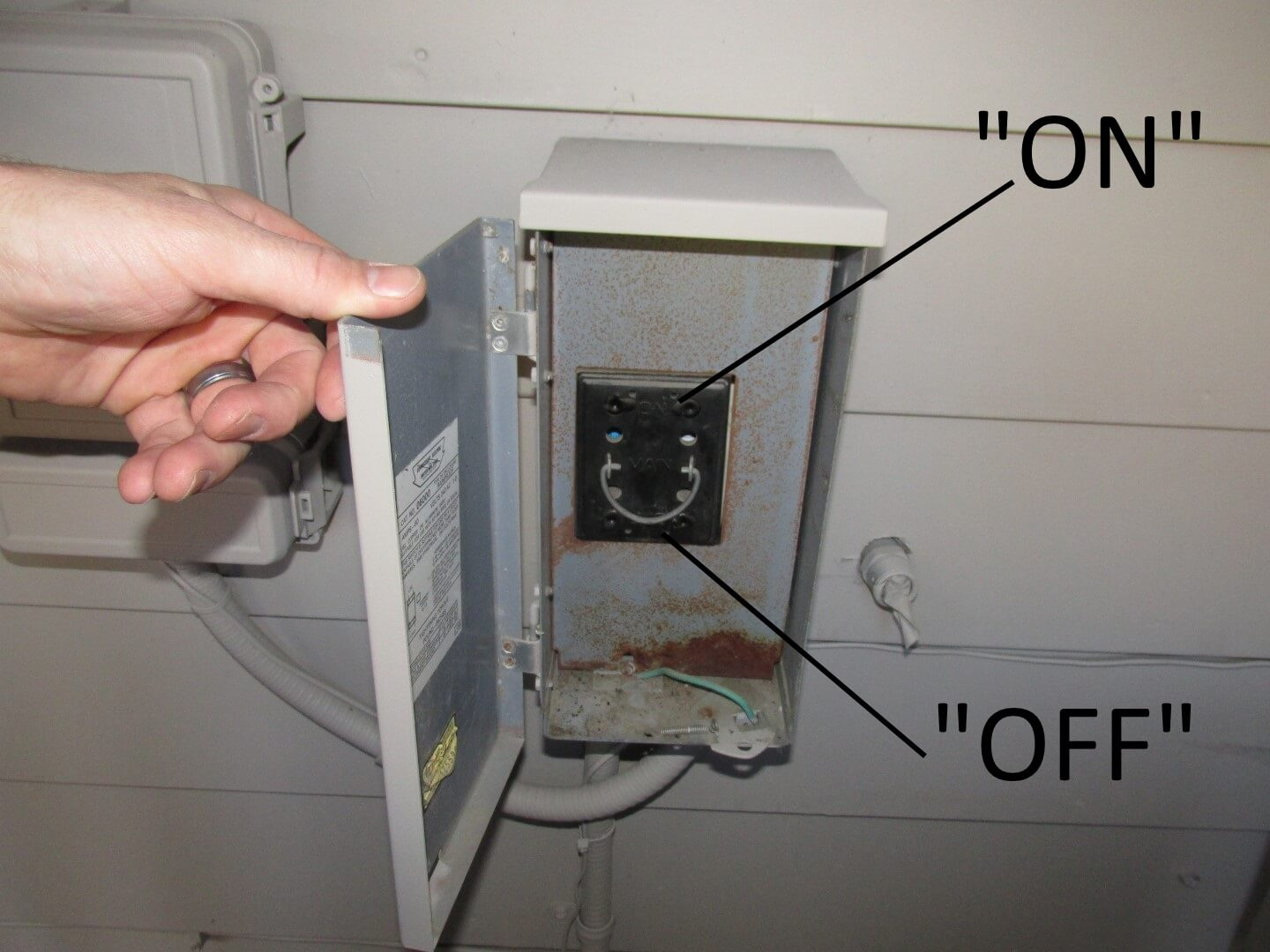 hight resolution of outdoor ac fuse box on simple wiring diagram ac fuse box melted ac fuse box