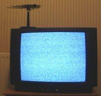 """Gambar 1: Sekitar 1% dari """"semut"""" yang dilihat di pesawat televisi (terutama saat perpindahan canel) adalah berasal dari CMB."""