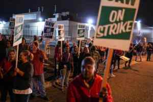 'Fighting for future generations': Auto workers strike against GM