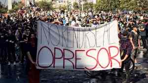 Chileans defy curfew, state of emergency and continue their resistance