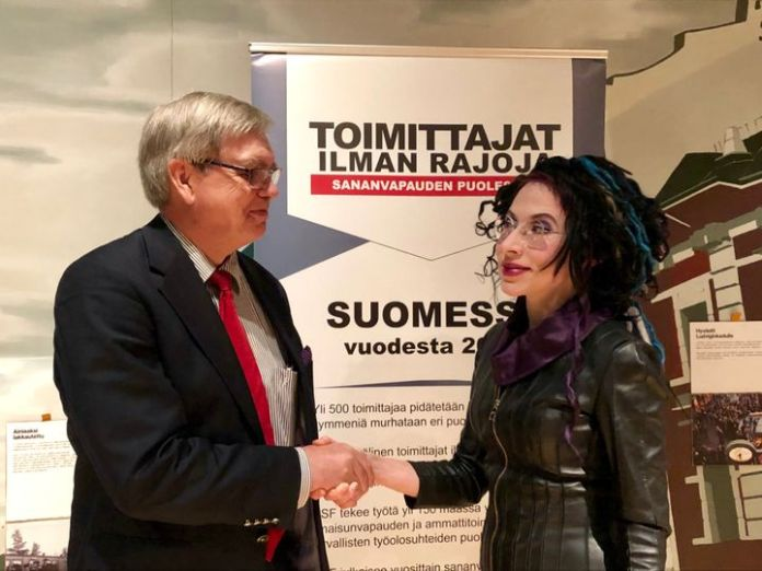 Toimittajat ilman rajoja -järjestön puheenjohtaja Jarmo Mäkelä ja kirjailija Sofi Oksanen. Kuva: Janina Granholm