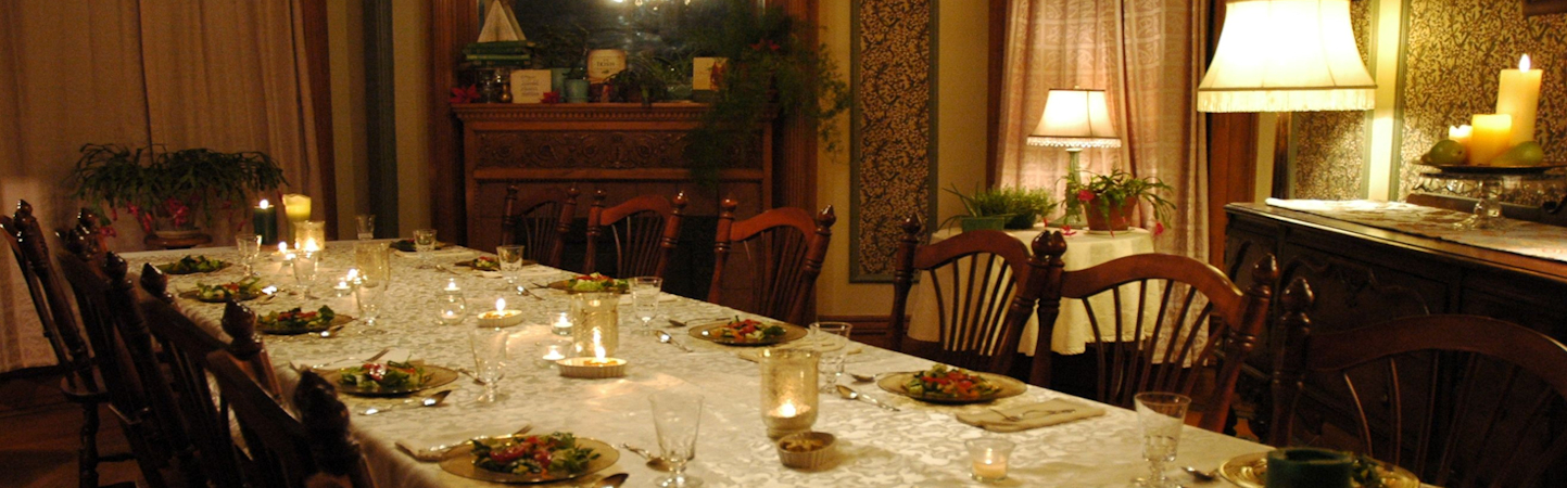 Formal-dinner-table-set-with-first-course