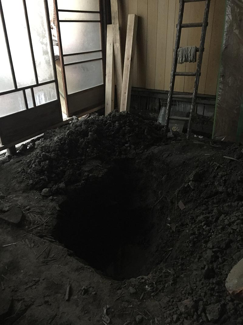 The hole that Hyslom built, at the Hyslom Art Center in Kyoto | Photo – Stuart Munro