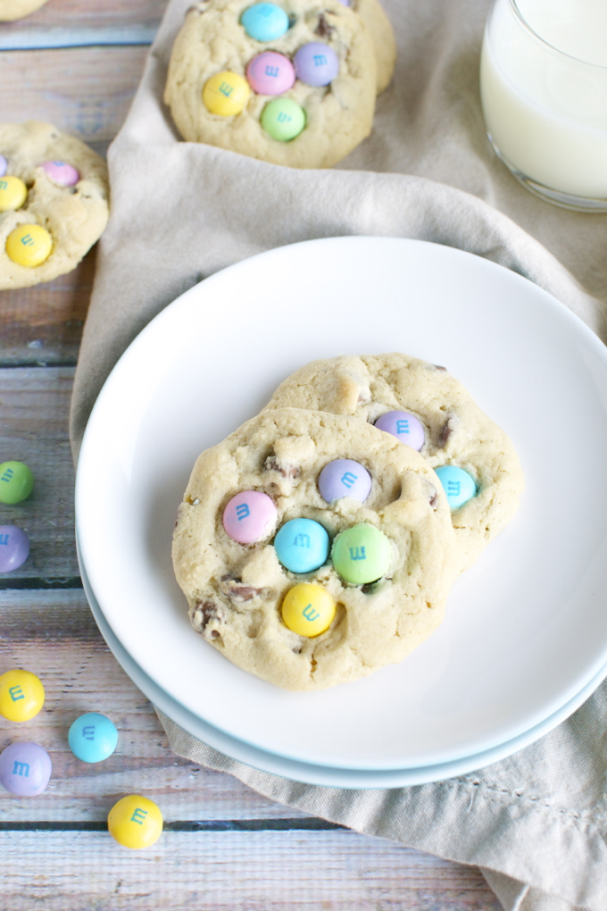 M&M Chocolate Chip Easter Cookies | www.stuckonsweet.com