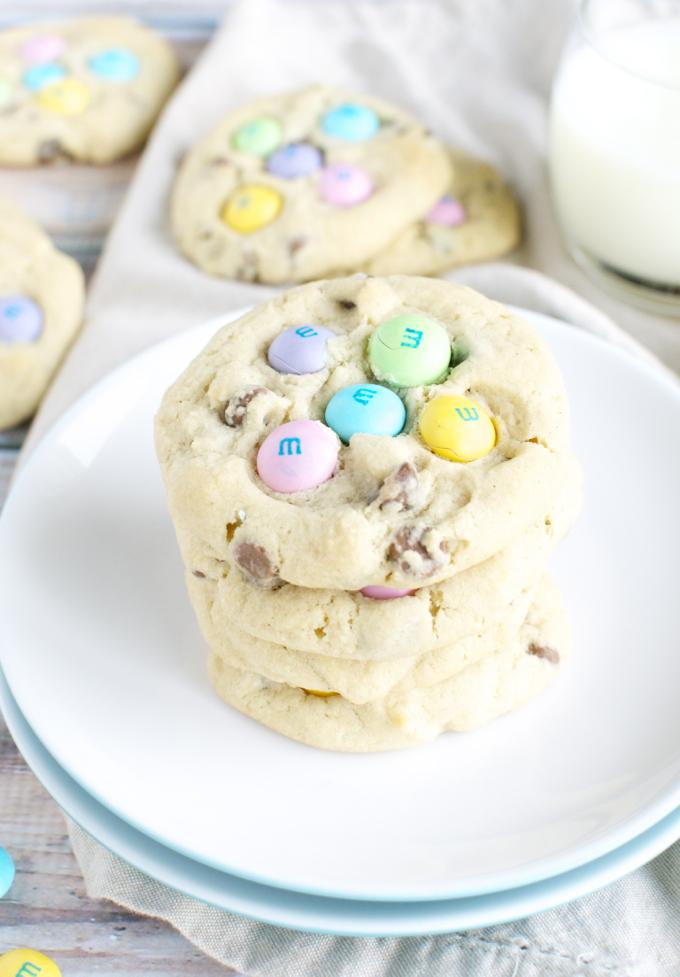 M&M Chocolate Chip Easter Cookies | www.stuckonsweet.com