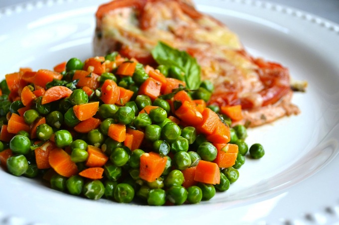 Roasted Tomato Salmon with Peas and Carrots | stuckonsweet.com