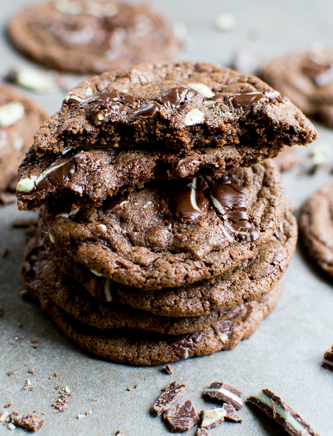 picture of chocolate cookies