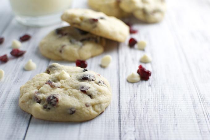 White Chocolate Almond Cranberry Cookies | stuckonsweet