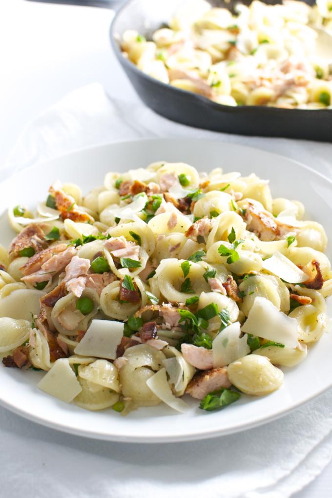 Salmon, Pea and Bacon Pasta | stuconsweet.com