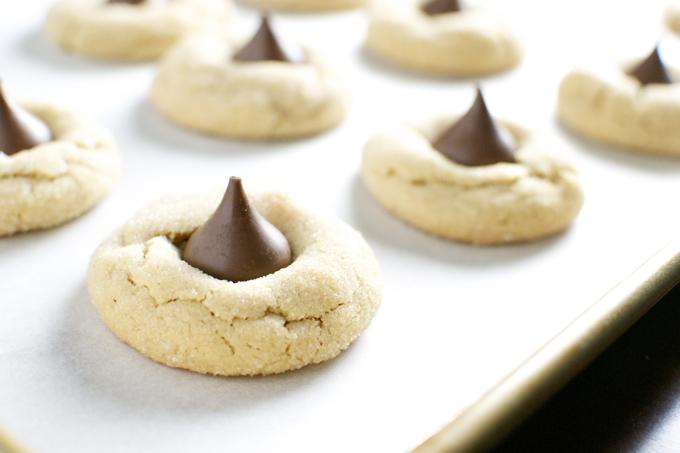 Peanut Butter Blossom Cookies | www.stuckonsweet.com