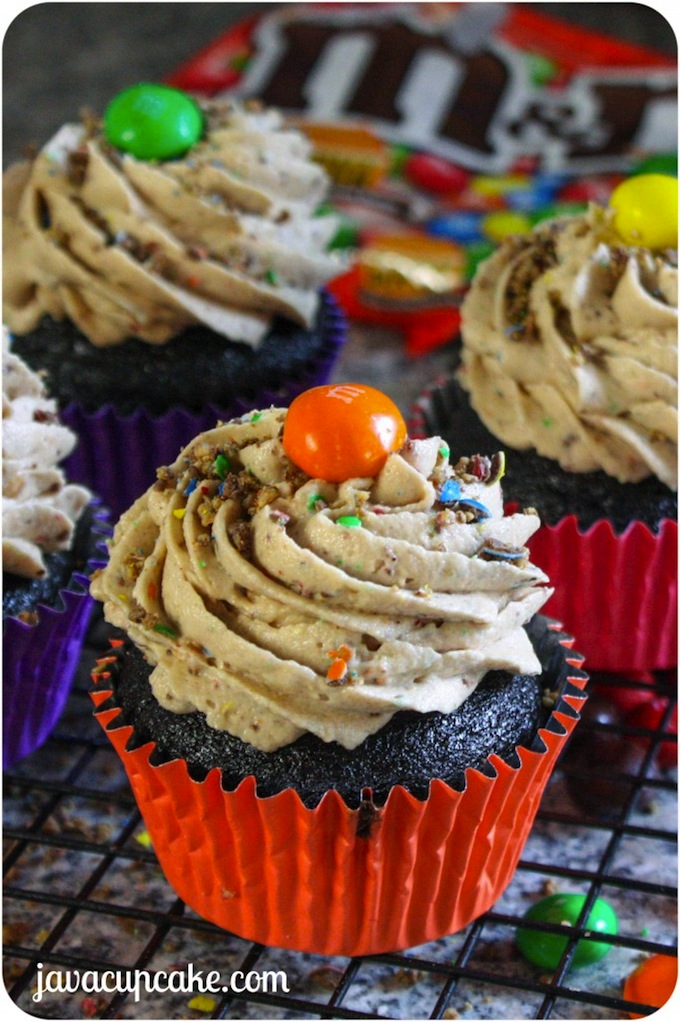 Peanut-Butter-MM-Chocolate-Cupcakes-by-JavaCupcake-2-682x1025