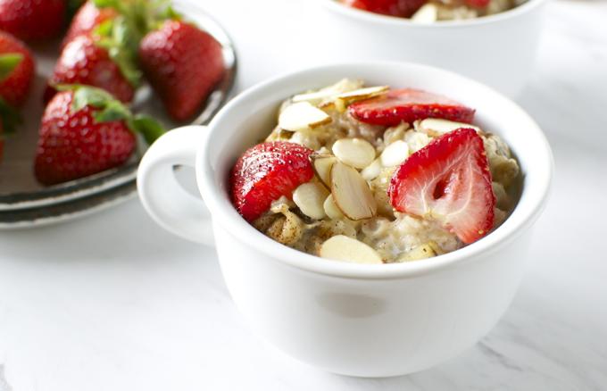 Roasted Strawberry Banana Oatmeal | www.stuckonsweet.com