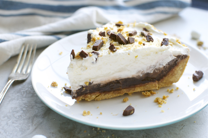 S'mores Pie | www.stuckonsweet.com