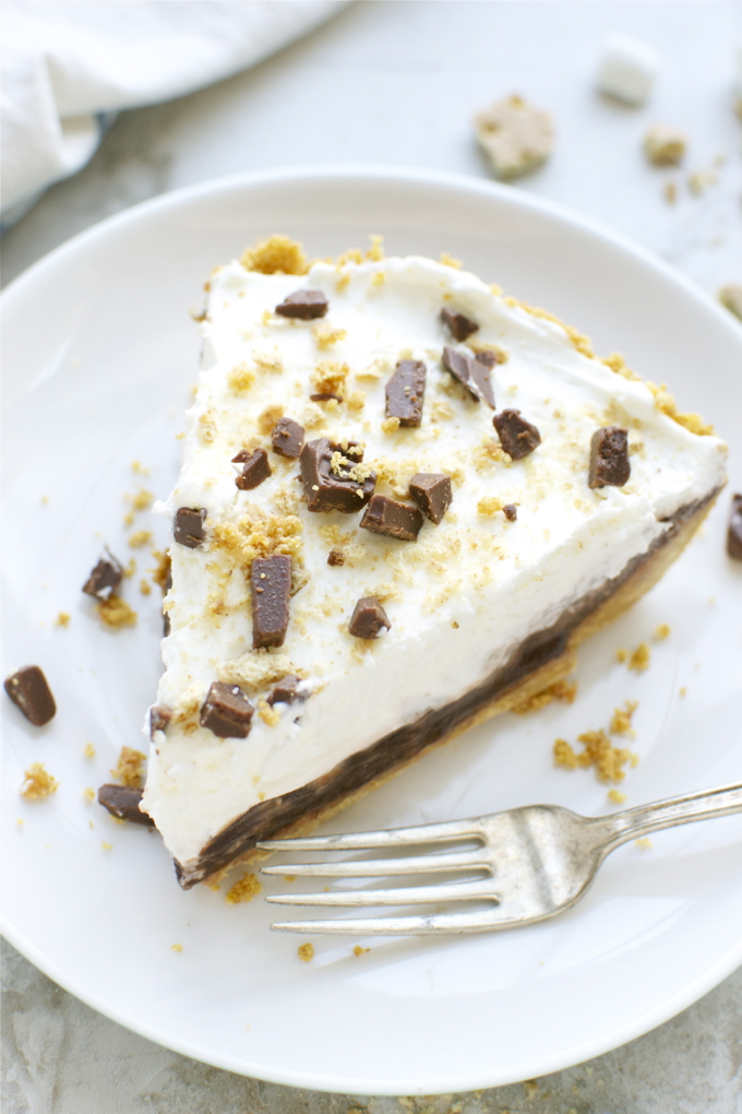 S'mores Pie | www.stuckonsweet.com