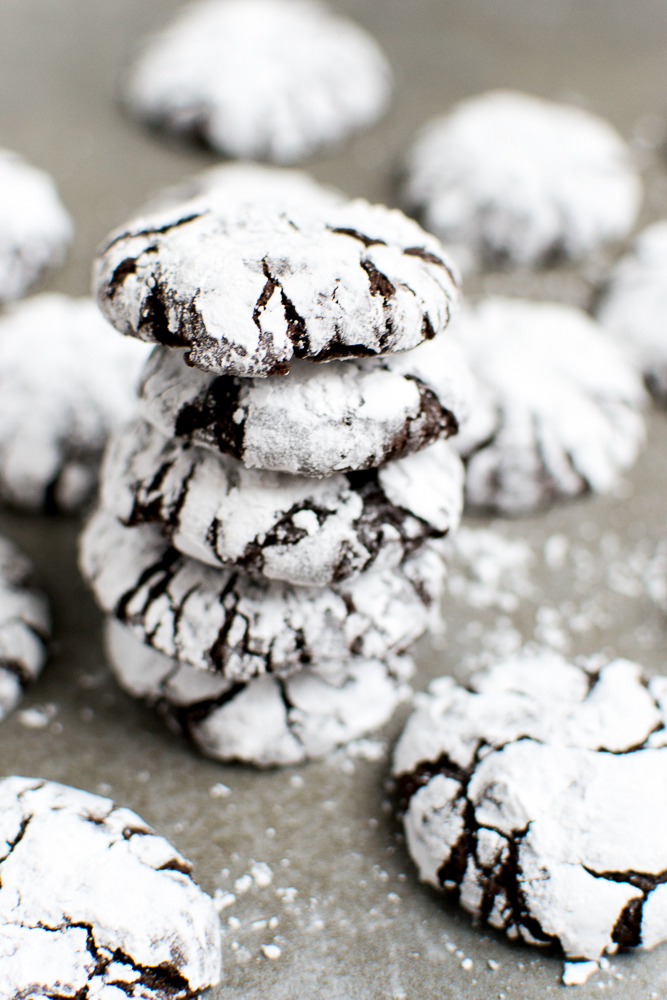 Chocolate Crinkle Cookies | www.stuckonsweet.com