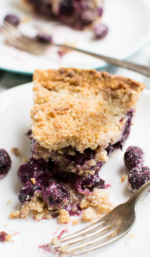 Blueberry Crumb Pie picture