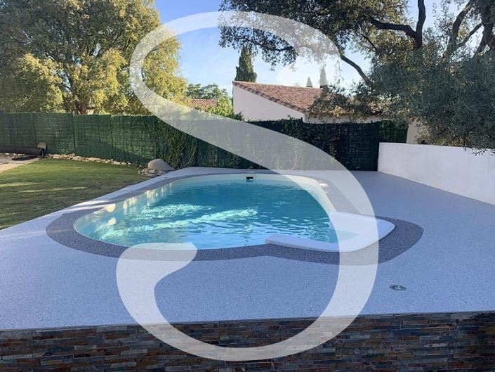 granulat de marbre - congénies - moquette de pierre - stucopierre - tapis de pierre - granulat - résine - drainant - sol décoratif - piscine - revêtement de sol drainant - minéral
