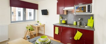 fresh-student-living-kingston-quebec-house-03-studio-platinum-photo-09-990x411.jpg