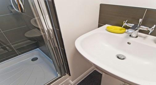 glasshouse-twodio-bathroom.jpg