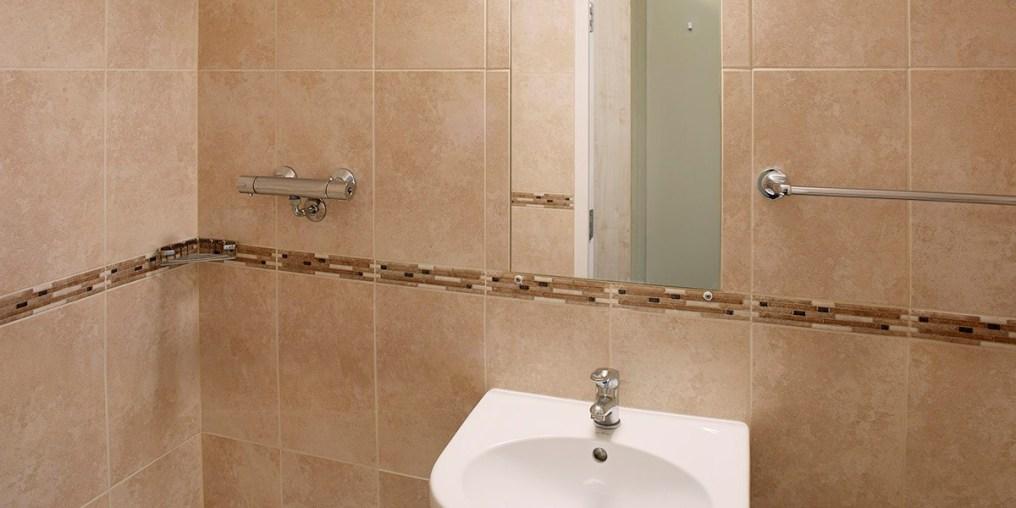 parker_bronze_bathroom_f2b_rtc.jpg