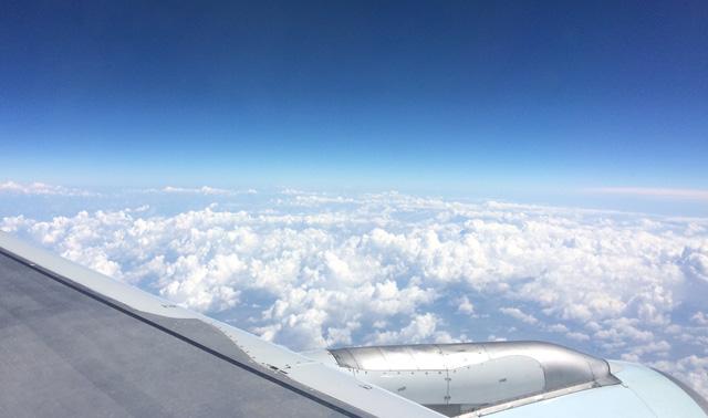 flying-to-rome-view-plane-window-volare-a-roma-sono-in-aereo-vista-dalla-finestra