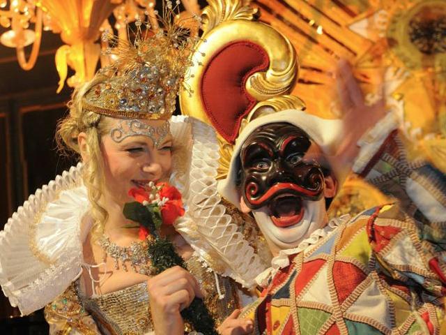 spensieratezza-italian-word-carefree-venice-carnival-costumes