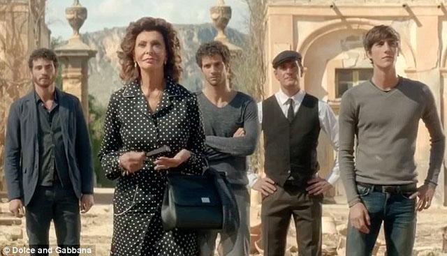 sophia-loren-dolce-gabbana-Dolce-Rosa-Excelsa-perfume-tv-spot