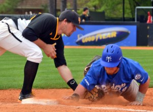 Sophomore Tim Lynch tags a Middle Tennessee player on a pickoff attempt Saturday afternoon at Pete Taylor Park.  Susan Broadbridge / Printz