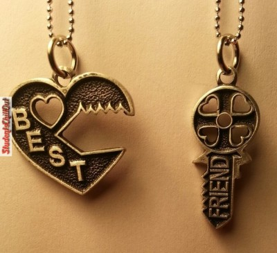 guy-and-girl-best-friend-necklaces-ideas-700x638