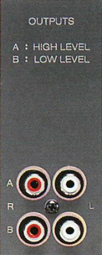 Zwei Line-Ausgänge (High- und Low-Pegel) am ReVox B286