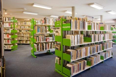 La Bibliothèque du 9e St-Rambert (Lyon) est pratique, à n'en pas douter. Elle a un look sympa, semble-t-il.