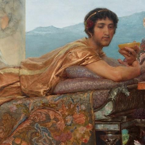 L'Empereur regarde la scène avec à la fois beaucoup de condescendance et un plaisir à peine dissimulé.