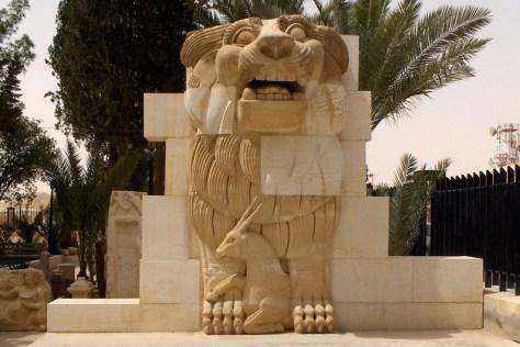 Le Dieu-Lion aurait été détruit à l'aide de machines de chantier. Il avait 1900 ans. (Source)