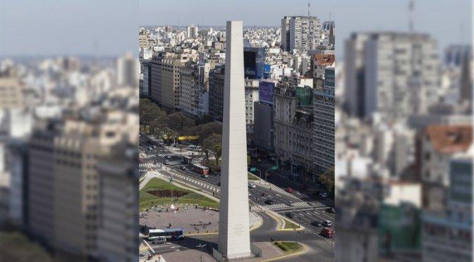 Alerte enlèvement : la pointe de l'obélisque de Buenos Aires a disparu !