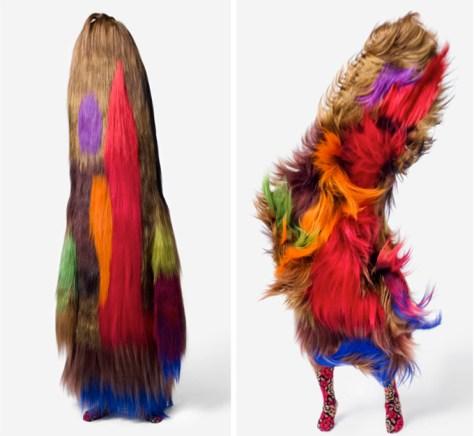 Nick Cave est un artiste qui réalise des costumes fantaisistes et surréalistes. Nombre d'entre eux ont de faux-airs de Cousins Machins, plus ou moins multicolores. Comme Théo Mercier, ses oeuvres étaient présentées lors de l'exposition Phantasia de Lille, au Tri Postal.