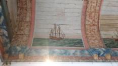 Plafond peint à l'effigie de différents bateaux de l'époque.