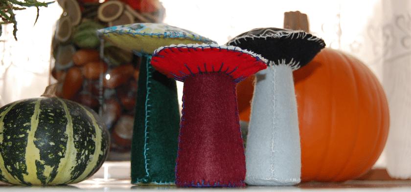 Studio Paars: paddenstoelen van vilt en stof [ paddenstoel vilt ] / toadstools of felt and fabric [ toadstool felt ]