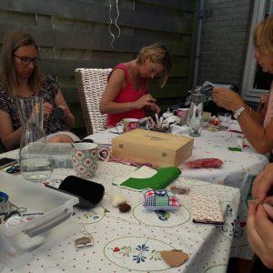 Studio Paars vilten mobile voor babyshower met kabouter uil en paddestoelen