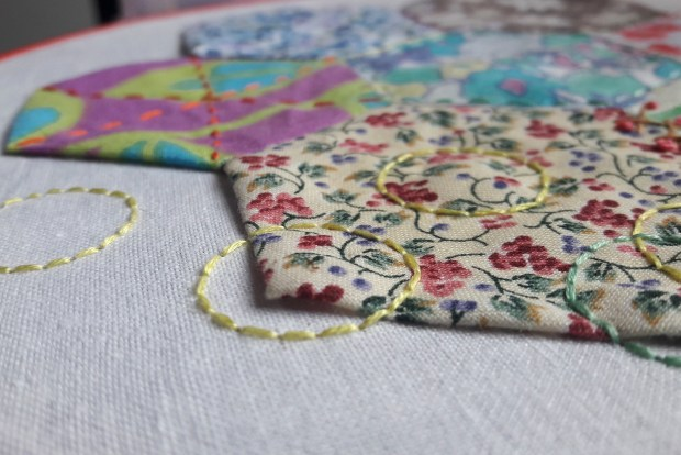Studio Paars - spelen met hexies en borduren - playing with hexies and embroidery