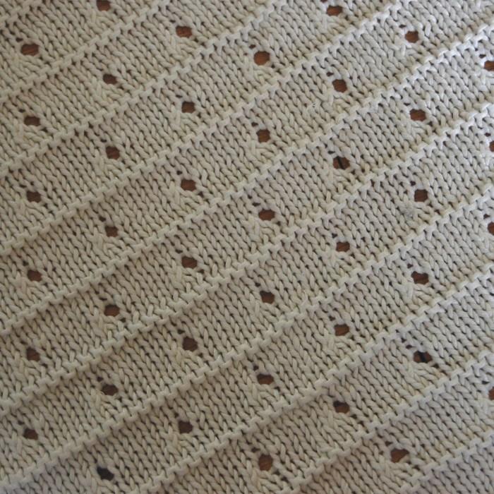 closeup babydeken breien door studio paars