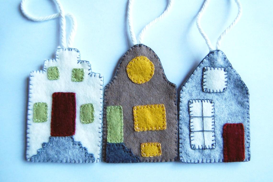 3 hollandse huisjes van vilt naar het gratis vilt patroon van studio paars